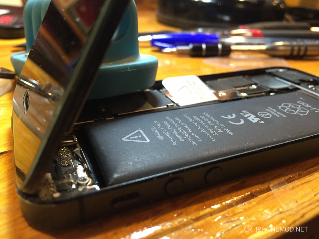 iphone5-battery-swollen-2