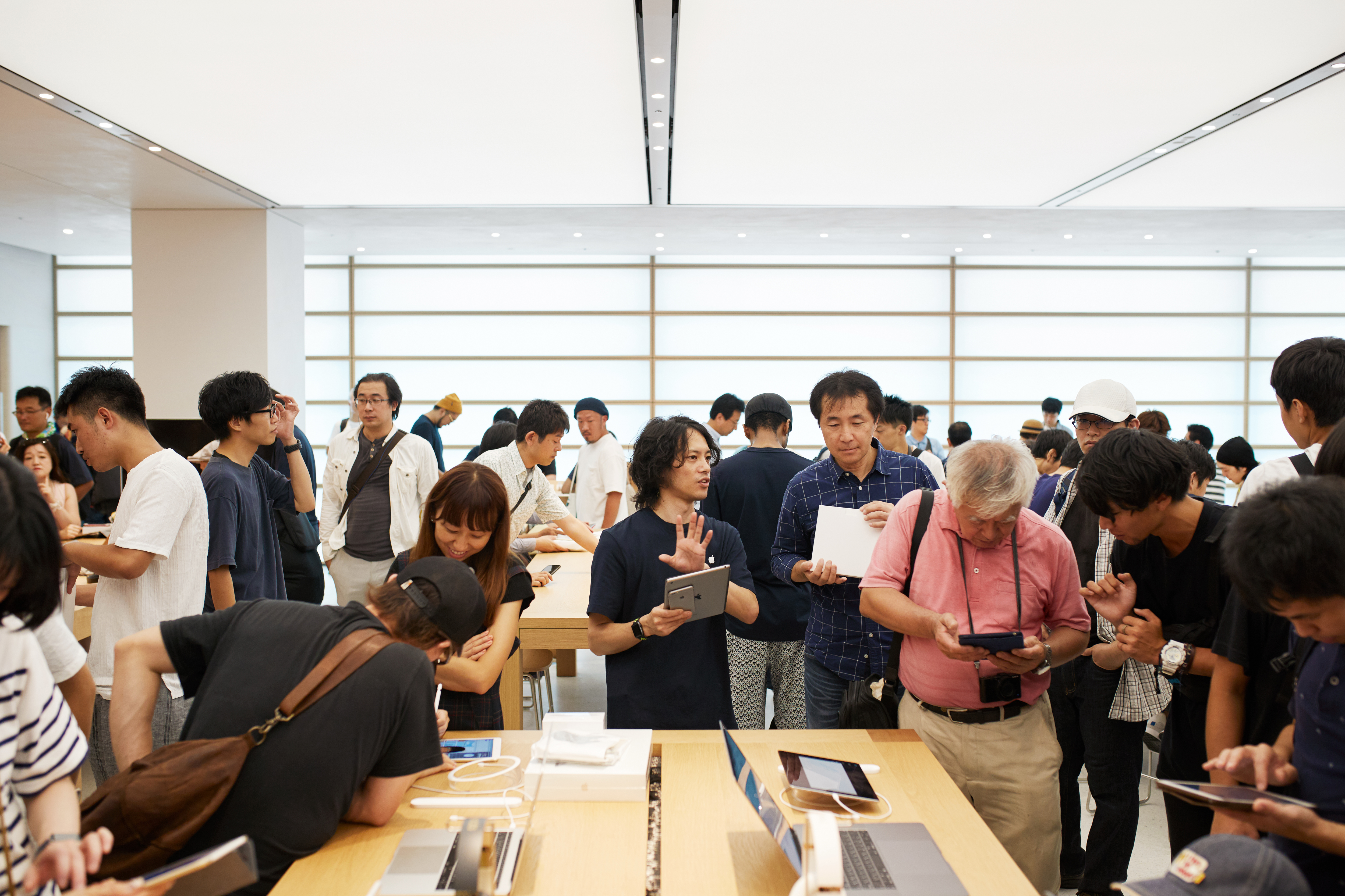 Apple Store Opening Kyoto Shijo Apple Employee 08252018
