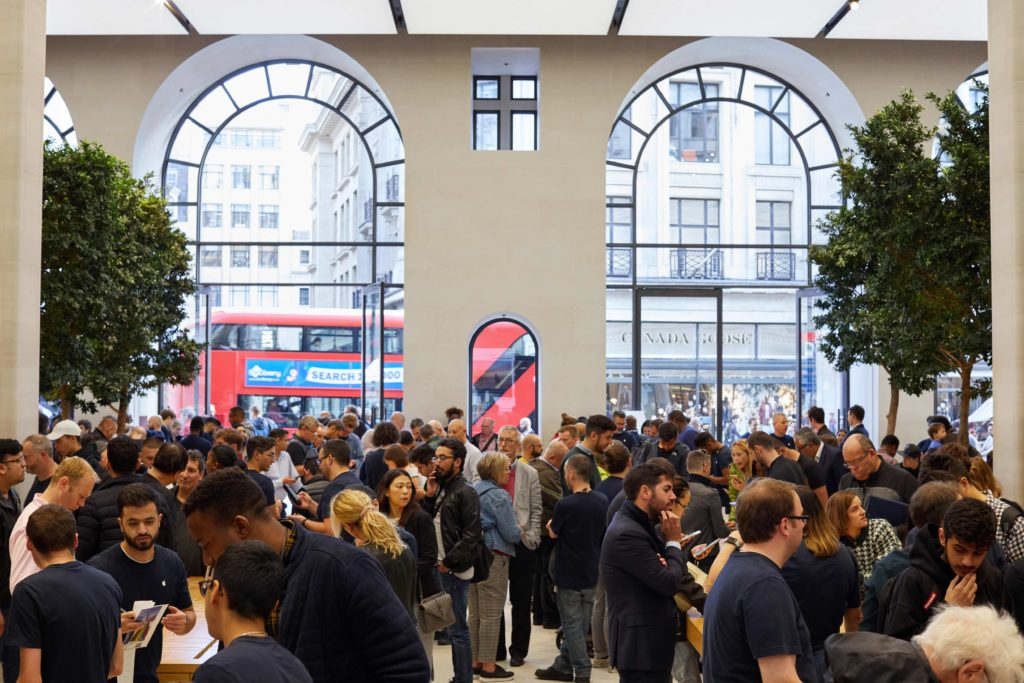 Iphone Xs Apple Watch Series 4 Regent St London Apple Store Interior 09202018